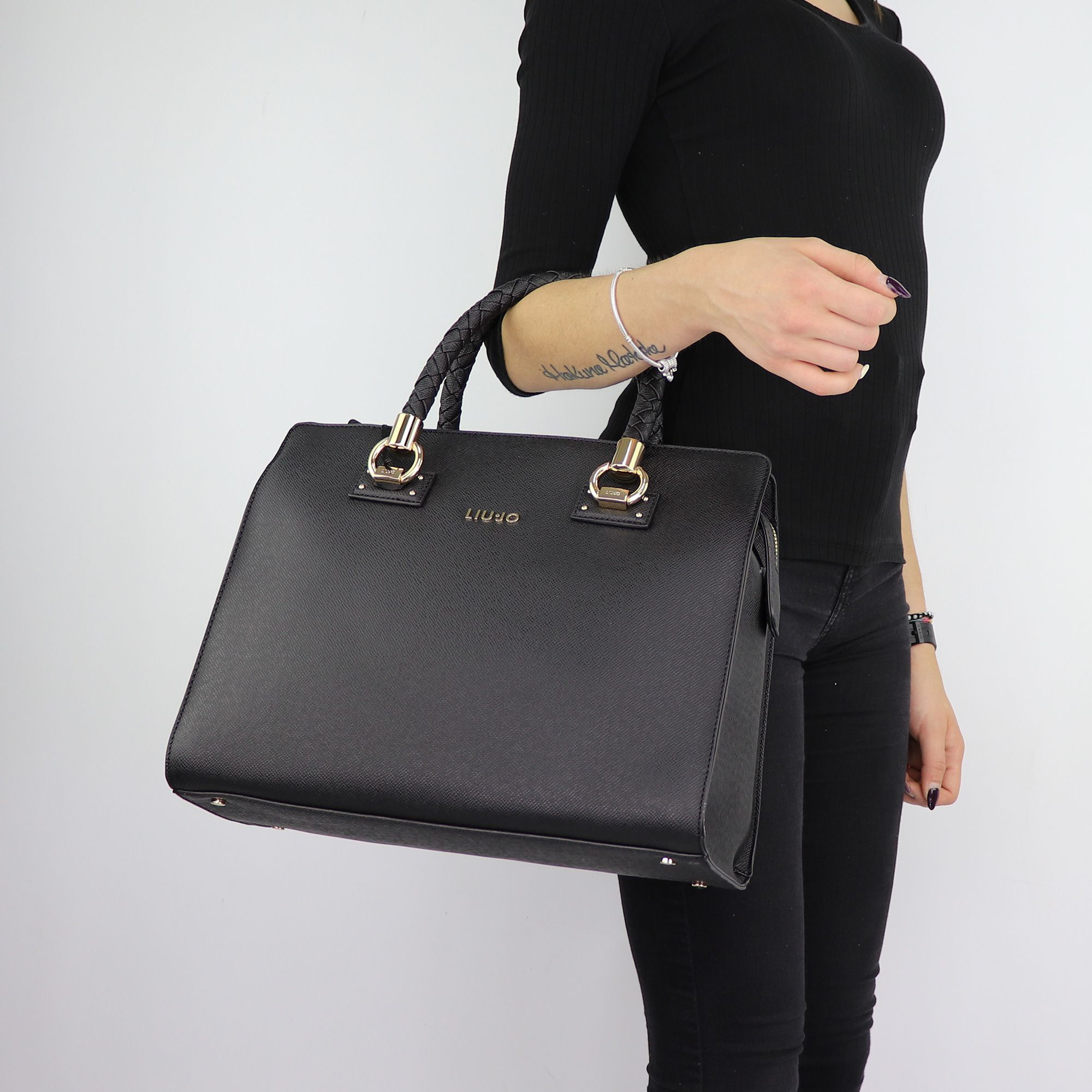 Borsa Liu Jo bauletto nero Satchel Manhattan N68099 E0087 - In More ... 4d0fb026dd0