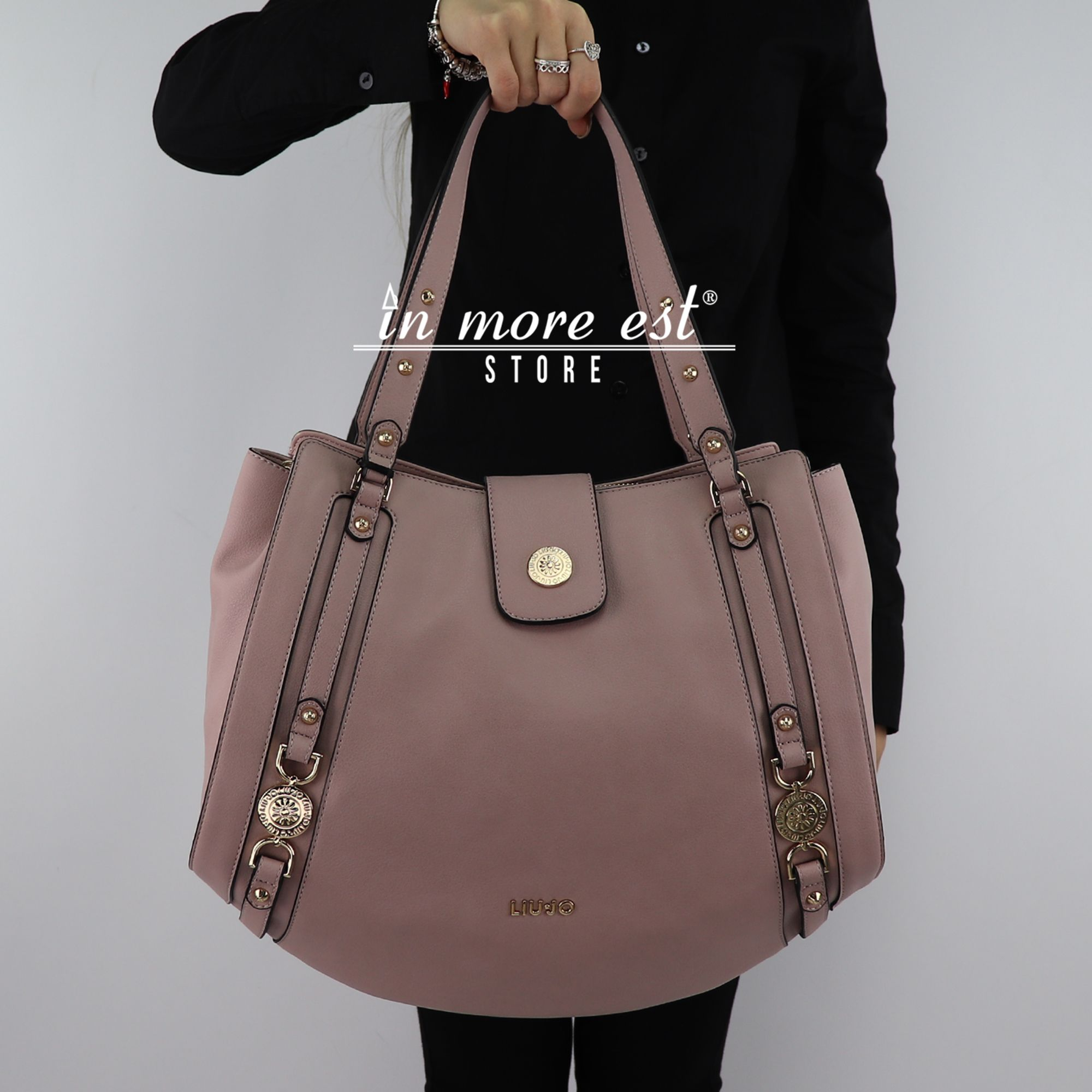Borsa Liu Jo It s Me Pink Advertising 2018 - In More Est Store d9767aba23c