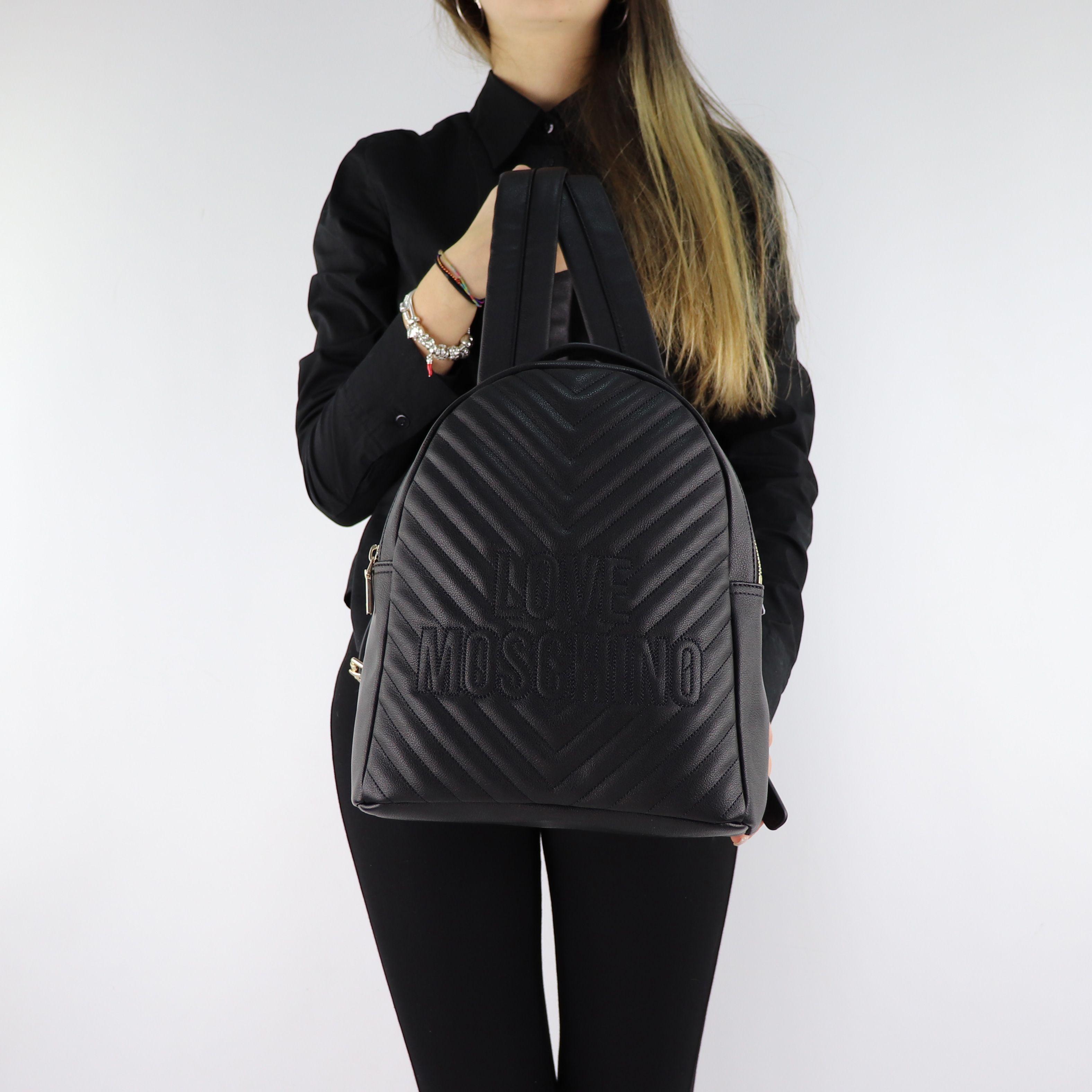 sac dos de la marque love moschino noir matelass avec. Black Bedroom Furniture Sets. Home Design Ideas