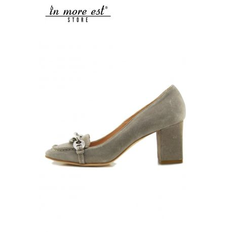 PUMPS' LOW SUEDE TAUPE BUCKLE SILVER