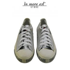 SNEAKER LOW SILVER LEATHER/GLITTER IN THE BOTTOM OF THE RUBBER WHITE LOGO SY