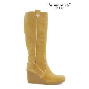 HIGH BOOT WEDGE HIGH UPPER SUEDE CAMEL LOGO GUESS THE INTERNAL WHITE WOOL