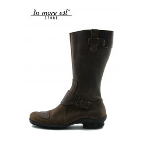 LOW BOOT BROWN CALF, SCRATCHED LEG AND MIDDLE BUCKLES METAL BRONZE LOGO GUESS