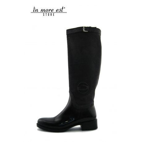 LOW BOOT BLACK/GREY SUEDE/RUBBER TYPE RAIN, HIGH UPPER BUCKLE CLOSURE METAL SILVER