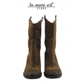 THE BOOT MEDIUM-LEG LOW BROWN SUEDE