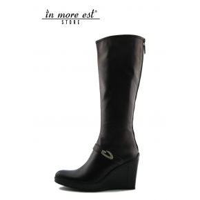THE BOOT MEDIUM WEDGE HIGH UPPER CALF BLACK LAMIN COPPER PLATE METAL LOGO GUARDIANS/SILVER SW