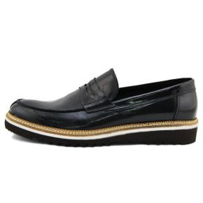 MOCCASIN STYLISH GLOSSY BLACK BOTTOM OF CREPE RUBBER, WHITE