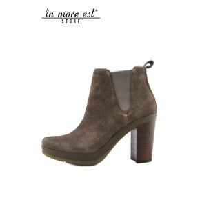 SOCKET MEDIUM BROWN SUEDE BOOT-LEG LOW BOTTOM RUBBER MARR HEEL BROWN WOOD