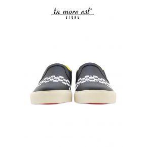 SLIP-ON, BLACK SKIN, WHITE WRITING ON THE BACK FOOT, BOTTOM RUBBER WHITE YELLOW STRIPE FLUO HEEL