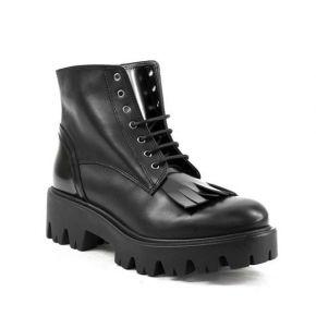 Biker boots aus schwarzem leder mit fransen-details in spitze und boden cararmato