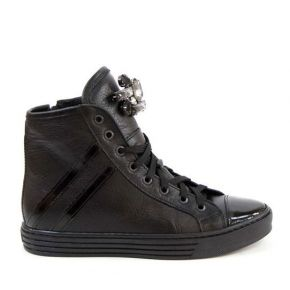 sneaker in leather with detail brooch rhinestone detailing