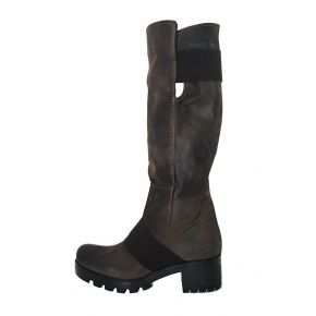 The boot in brown leather and dark brown rubber bottom and cararmato Geneve shoes