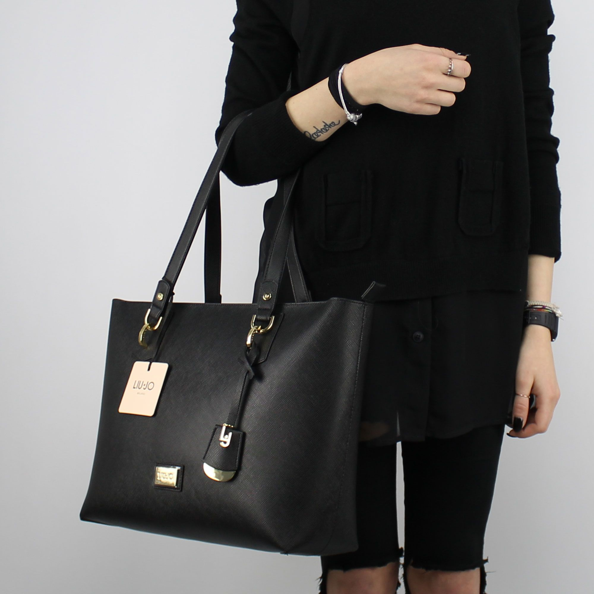 Shopping bag Liu Jo Tote Hawaii black N18146 E0017 In More