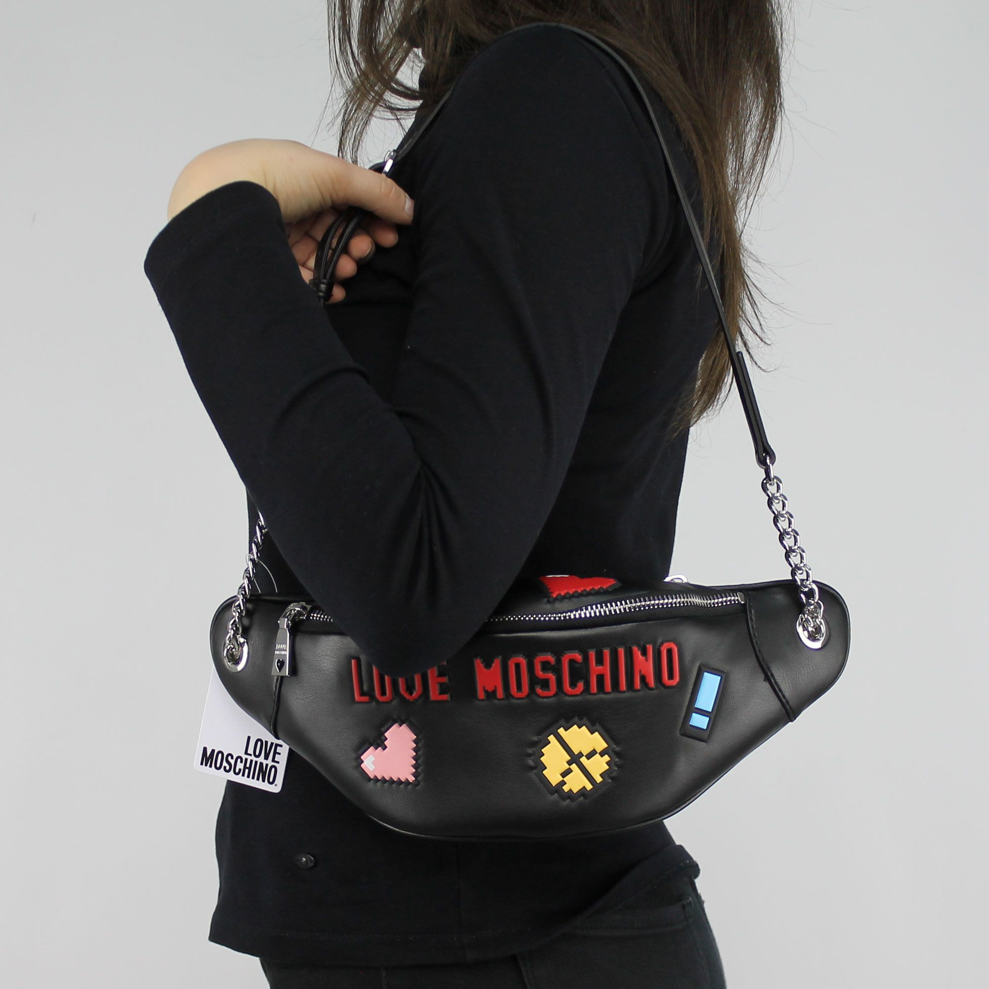 tasche bauchtasche love moschino schwarz logo game jc4072pp15lh0000 in more est store. Black Bedroom Furniture Sets. Home Design Ideas