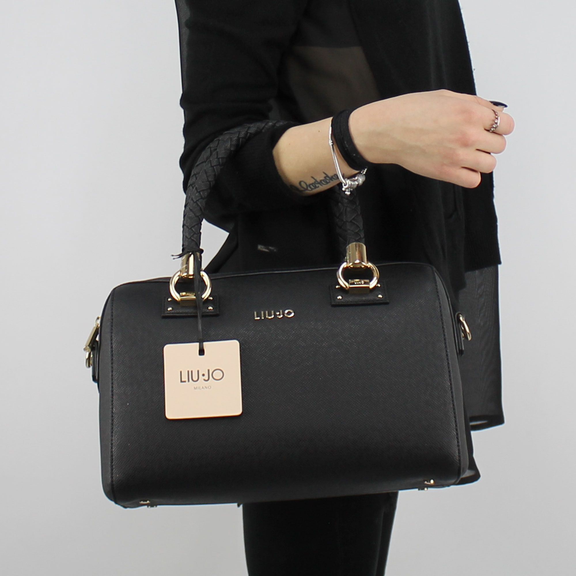 Borsa bauletto Liu Jo Satchel Manhattan nero A18080 E0499 - In More ... e5e3d9da6e6