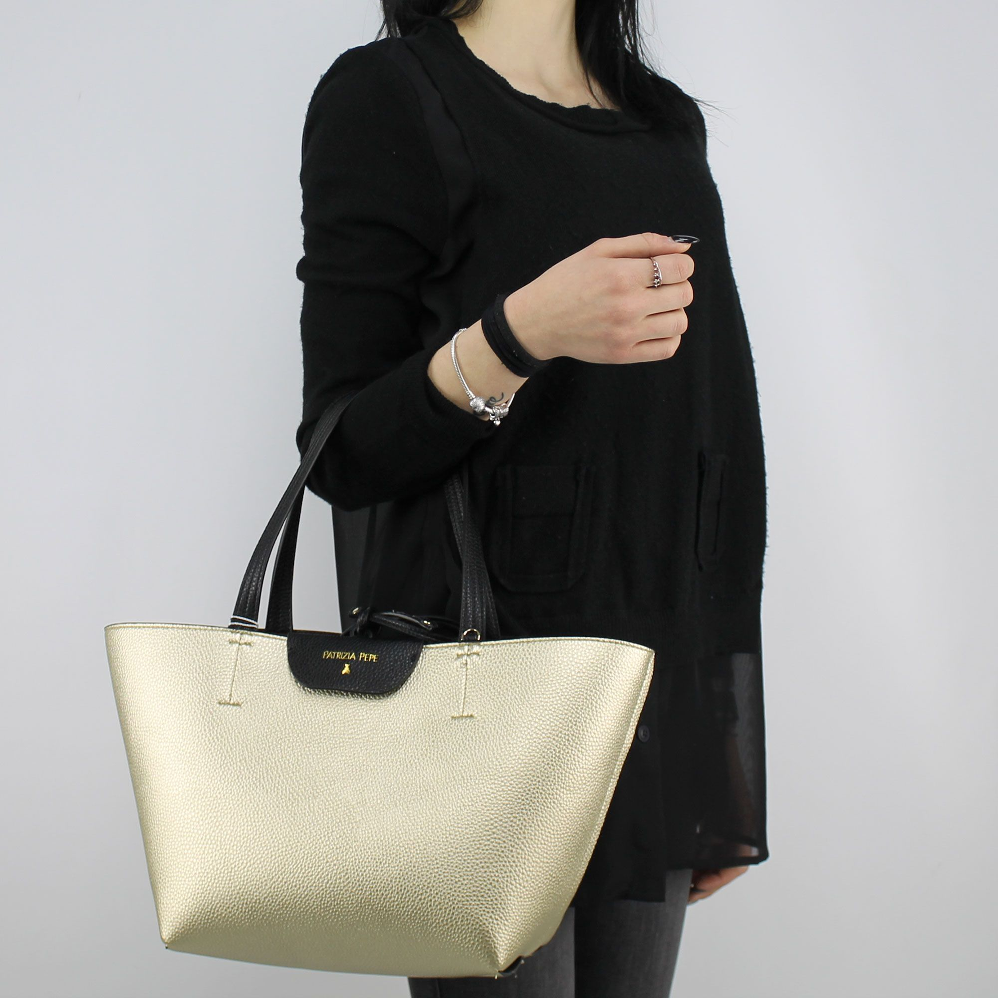 Borsa Shopping reversibile Patrizia Pepe nera e oro 2V5516